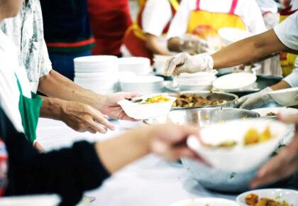 """Sostieni le Cucine economiche popolari con il libro di ricette """"Chef in relazione"""""""